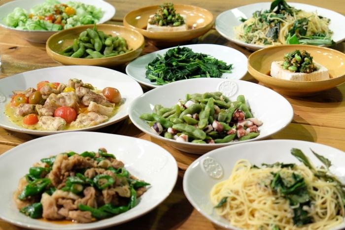 「夏のごちそうじかん」で作られた、CSAの野菜を使った料理の数々。その時にある食材から、みんなでメニューを考えるのが「ごちそうじかん」の楽しみのひとつ。
